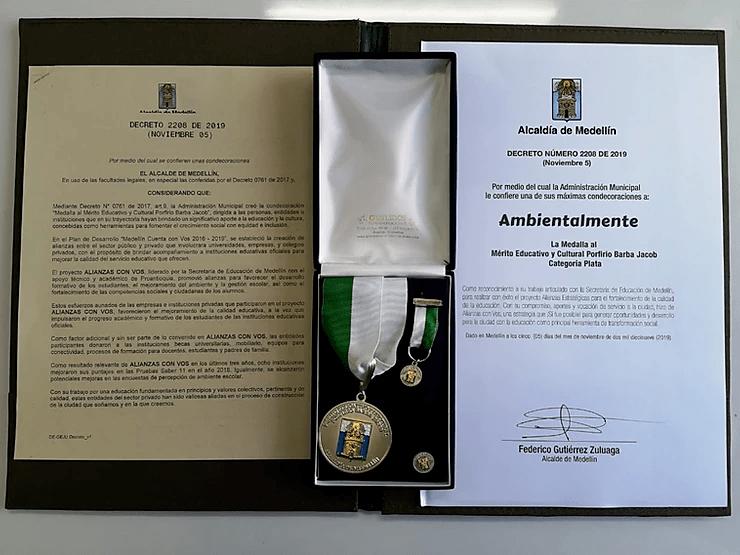 ¡Recibimos la Medalla al Mérito Educativo y Cultural Porfirio Barba Jacob!